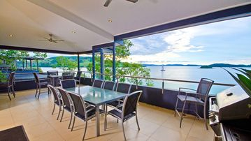 OCEANFRONT VILLA EDGE 16 SLEEPS 8