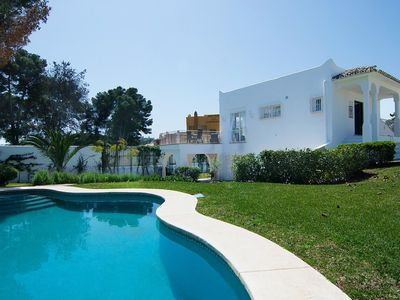 Photo for Nice apartment for 6 people with WIFI, private pool, A/C, TV, balcony and parking