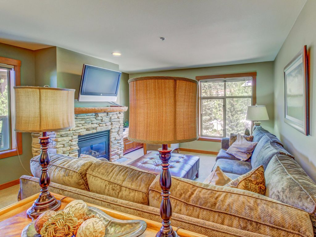 Ski in/out condo w/access to Club Solitude pools, hot tubs, and more ...