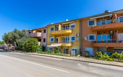 Photo for Apartment in Medulin with bedroom, bathroom, kitchen, washing machine, air conditioning and only 200 meters to the sandy beach