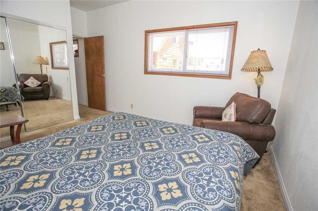 Big Blue House - Pool Table, Wifi - Walk to Shops and Restaurants!