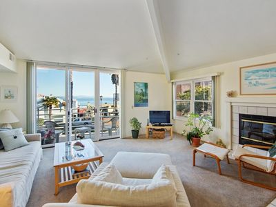 Photo for Stylish and Cozy 4-Bedroom near the Bay