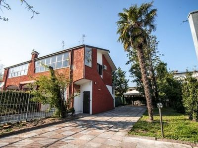 Photo for Villa on 1st floor with large garden, air conditioning, bbq, 2 parking spaces