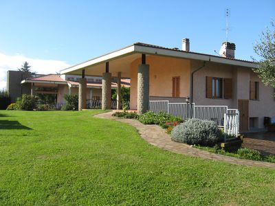 Photo for Villa with garden near Lake Bracciano, 30 km from Rome