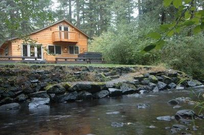 Lazy Bears Creekside Cabin - back deck with hot tub