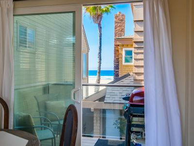 South Mission Beach Apartment with Balcony, Ocean Views and, Pet Friendly