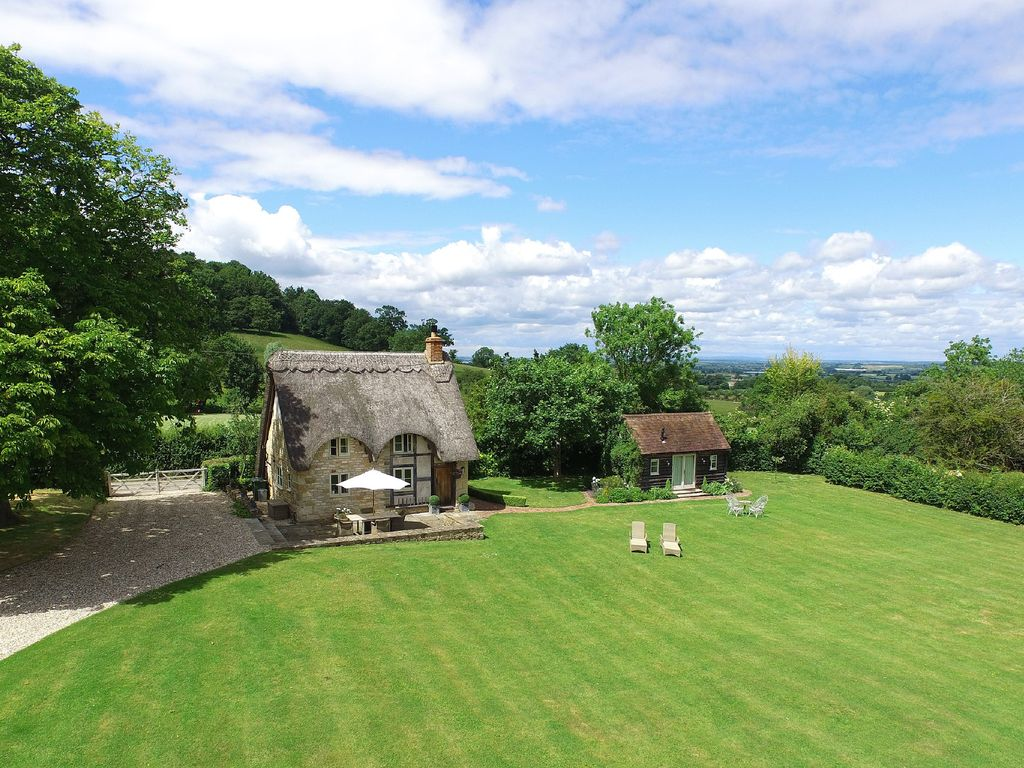 Field Cottage Is Set In The Quiet Cotswolds Perfect For A
