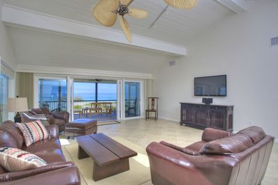 Great room which goes out onto the lanai