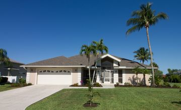 Golf & Family Friendly home , Pool & Spa , 3 BR 2 BA, Tennis, Gated Community,