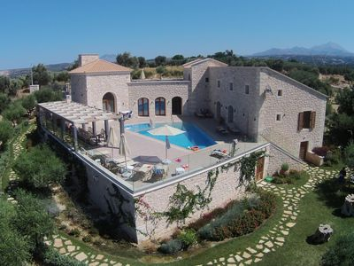 Photo for Luxurious villa with pool, large pool terrace, wifi | Rethimno, Crete