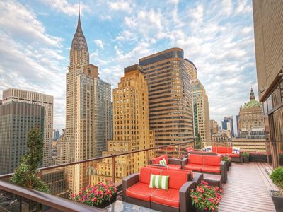 Photo for Stylish midtown apartment. Gorgeous one bedroom unit! Spectacular views.