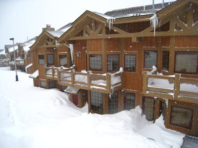 Beautiful Southwind ski in/out townhome w/ hot tub in 7 Springs gated community