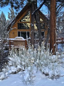 3 Bed, 3 Bath Luxury Cabin - Hot Tub*Pool Table*Arcade*Close to Mountains & Lake