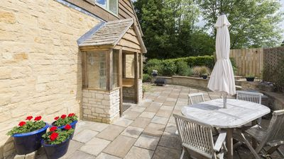 Photo for West Barn, Sleeps 4+2, Pet Friendly, Shipton Oliffe