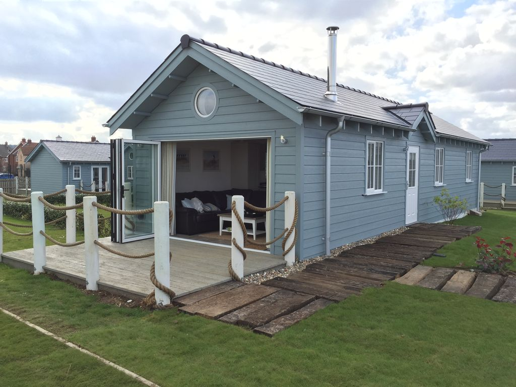 2 Bedroom Luxury Beach House Located In A Prime Location On The Bay Filey