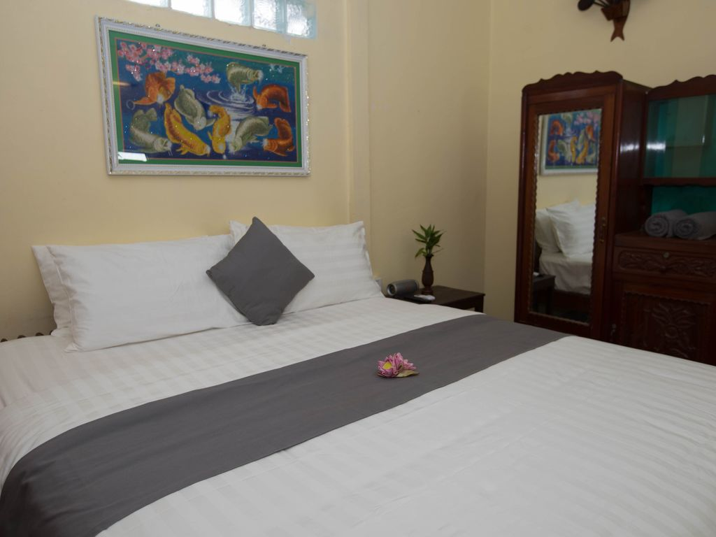 Khmer room style include daily breakfast - HomeAway