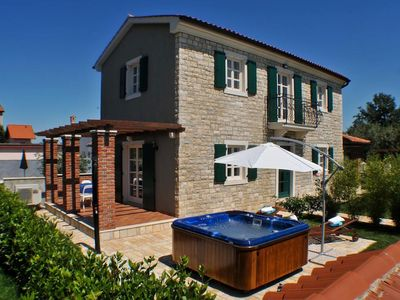 Photo for Charming holiday home with whirlpool for up to 5 people near Porec