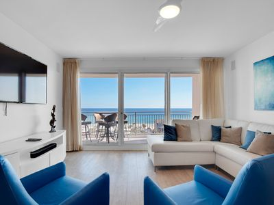 Photo for Gorgeous condo, Beach set-up included, On-site pool, Near the beach