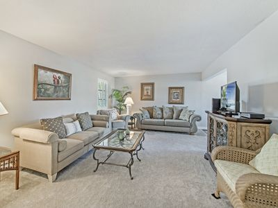 Photo for Olde Naples Condo! (Walk to the beach!)
