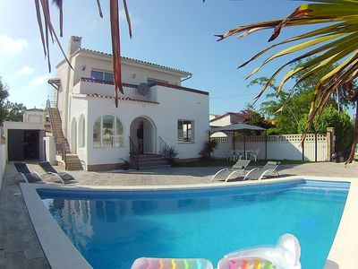 Photo for Beautiful renovated villa with individual pool