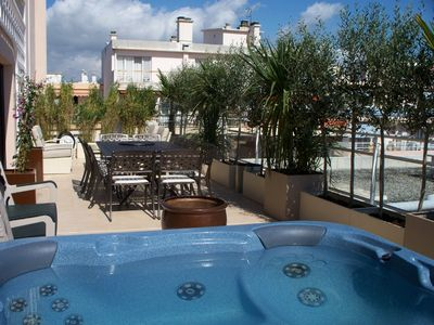 Photo for Spacious 3 bed centrally located apartment with spa pool