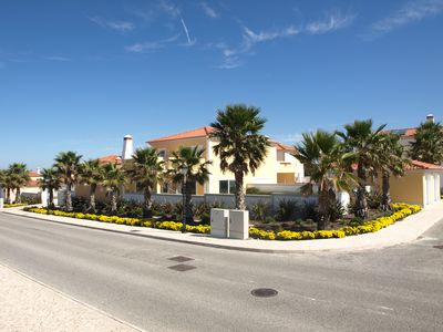 Photo for Villa with pool, 4 bedrooms with golf, sea and Berlengas Island views