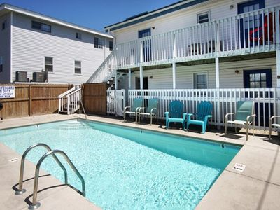 7 Day Weekend, 7 BR  Pet Friendly Home Steps from the Beach with a Swimming Pool