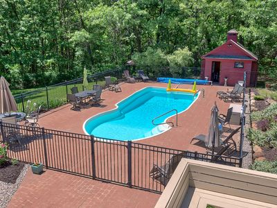 Photo for ★ Huge Luxury Home • 15 mins to GR • Hot Tub • Family Friendly • CLEAN