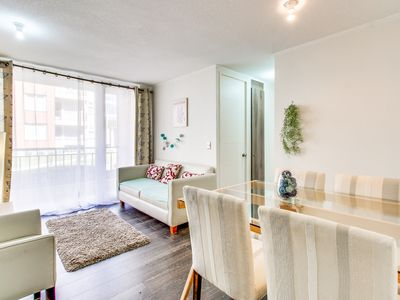 Bright and modern apt. with a balcony - walk to restaurants, the lake & more!
