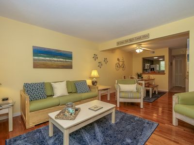 Photo for Easy 5 min walk to the beach or Coligny Plaza!