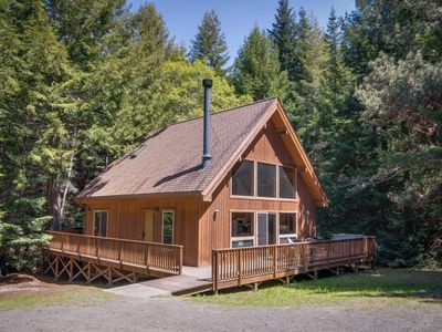 Photo for Quiet, luxurious getaway w/ private hot tub - close to Mendocino