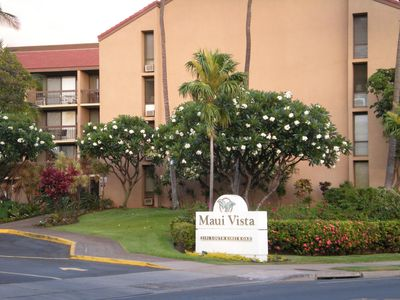 Entrance to Maui Vista - across from Charley Young Beach (Kamaole Beach Park I)