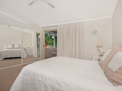 Photo for King bed, air con, wifi, private bathroom and balcony 4 min walk to beach