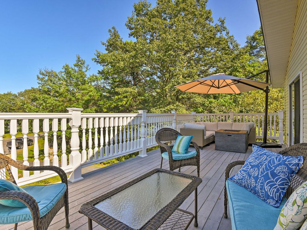 Quiet long pond home on 1 acre w deck pa homeaway for Long pond pa cabin rentals