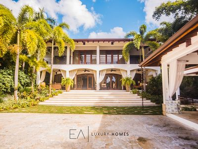 Photo for Traditional and exotic luxury villa oceanfront