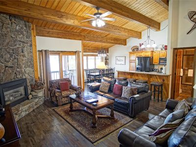 Great Location in the Heart of the Base Area,Ski Within 50 Yards  (202893-3713)