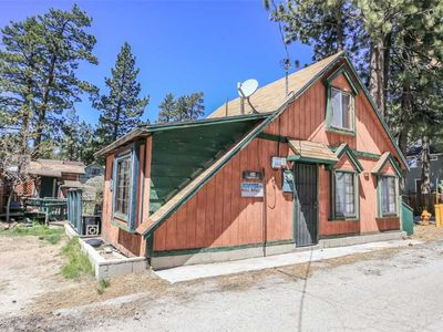 Photo for Serenity - Walk to The Village and Big Bear Lake! Free 2 hour Bike/Kayak Rental!