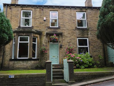 Photo for PARK HOUSE, pet friendly, with a garden in Haworth, Ref 939000