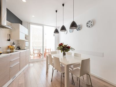 Photo for Spacious apartment, in the Eixample district, well connected