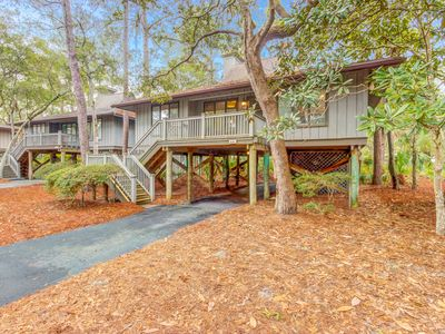 Photo for Quaint cottage with screened porch and deck – close to the beach and park!