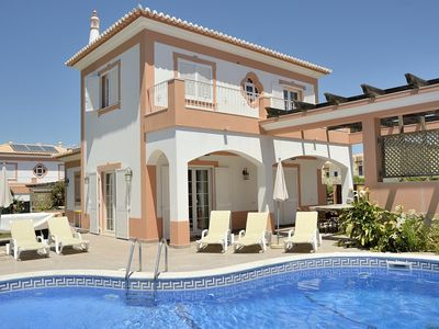 Photo for 4 Bedroom Private Villa Ribeiro with Private Heatable Pool near Albufeira