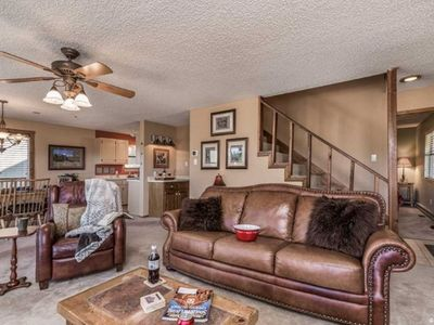 Photo for Aaron's Retreat, 3 Bedrooms, Sleeps 6, View, Deck, Gas Grill, Fireplace