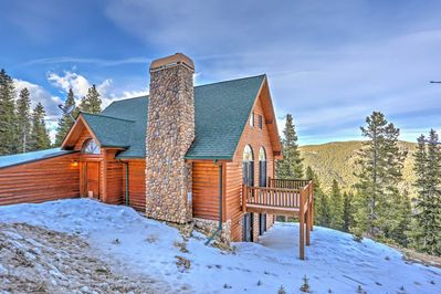 Escape to 'Evergreen Trails Retreat,' a Idaho Springs vacation rental house!