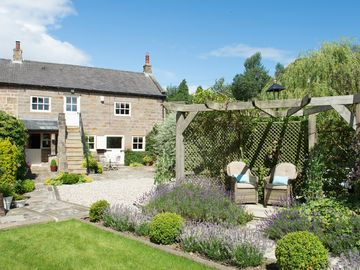 A LUXURY COTTAGE IN THE YORKSHIRE DALES YET SO CLOSE TO HARROGATE