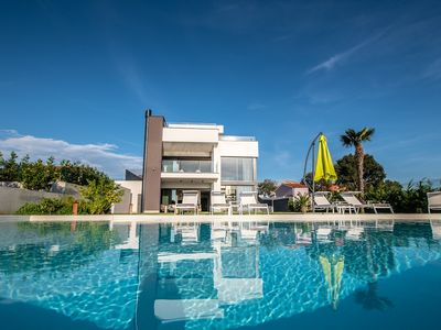 Photo for Elegant and luxury villa with private pool, Finnish sauna, gym, pool table and balcony with Jacuzzi and sea view!