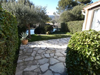 Photo for Nice cottage 4/6 people in secure domain with swimming pool, tennis and lake