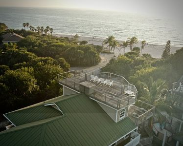 Located just 50 yards away from the best Gulf beach on the island !