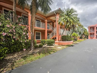 Photo for Lovely Naples Condo .5 Mi to Vanderbilt Beach