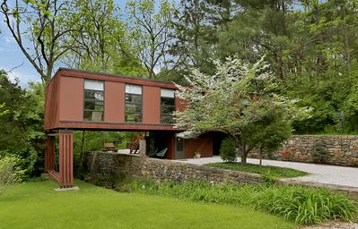 Photo for Mid-century modern getaway inspired by Frank Lloyd Wright