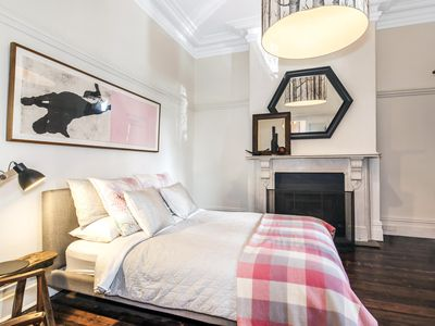 Lascelles #6: The Mainstay - Self contained two bedroom apartment with two queen beds and pamper bath